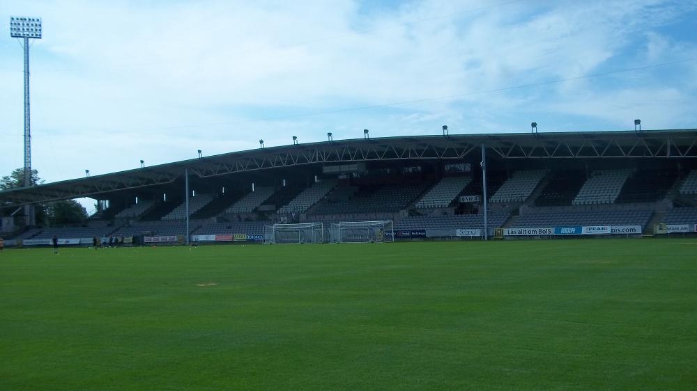 Die Haupttribüne des Stadions des Vereins Landskrona BoIS. Bei dem war letztes Jahr Henrik Larsson Trainer...