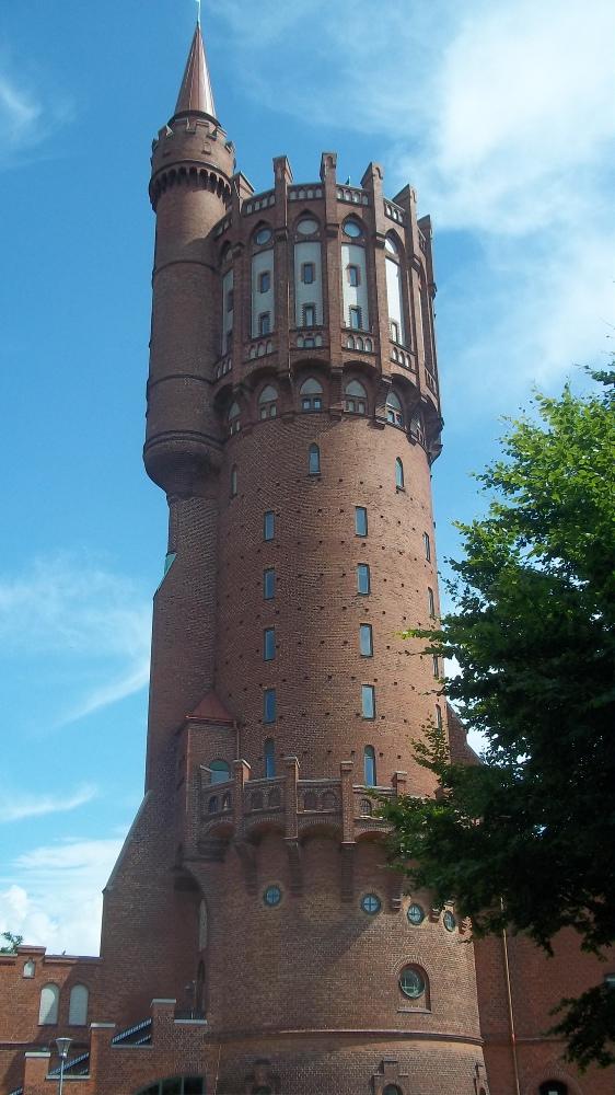 Der alte Wasserturm. Heute ist darin ein Priestersemiar untergebracht. Evangelisch - denn der Anteil an Römisch-Katholischen liegt in Schweden bei unter 2 Prozent.