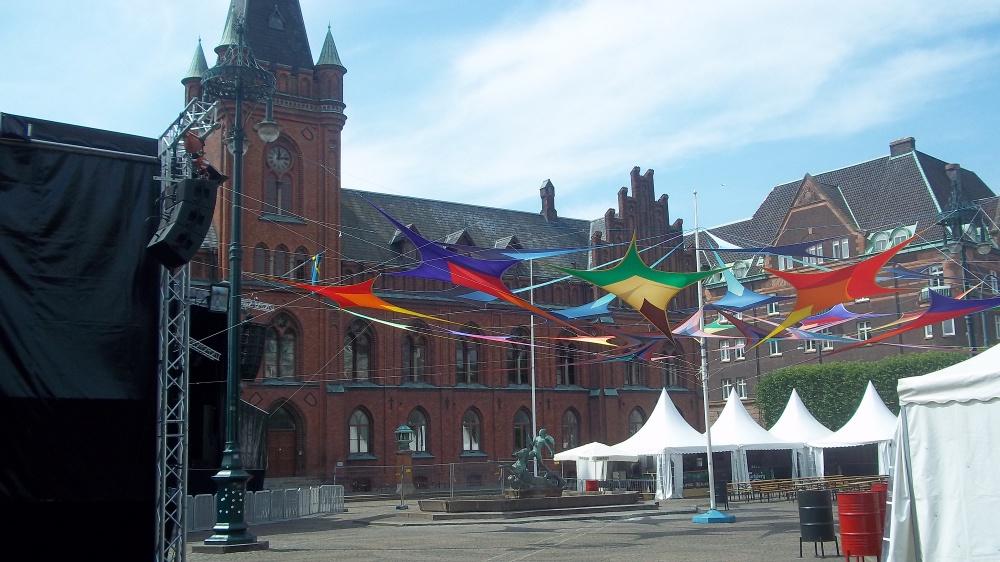 Der Hauptplatz von Landskrona. Wenn Jahrmarkt ist, auch gerne mal geschmückt.