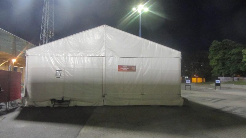Zugig ist es, im PK-Zelt von Norrköping